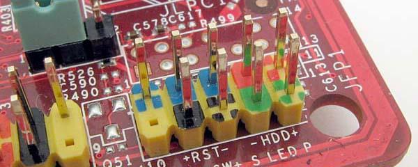 Piny konfiguracyjne płyty głównej i przedniego panelu